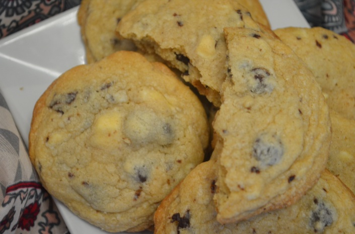 Soft and Chewy Chocolate Chip Cookie (Small Batch)