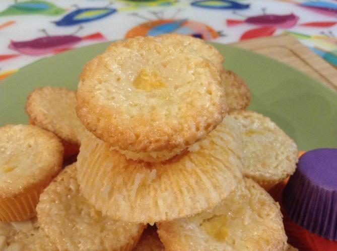 Piña-Colada Macarons