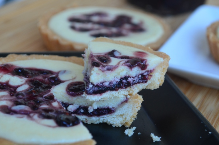 Blackberry Shortbread Cheese Tart