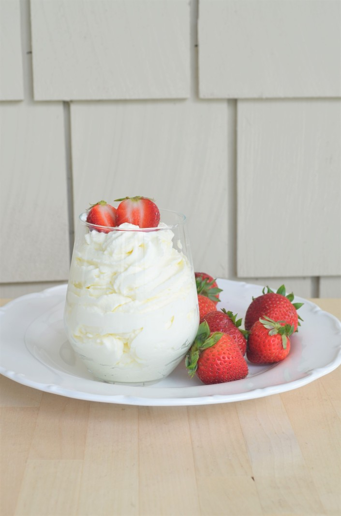 Homemade 2 Ingredients Whipped Cream