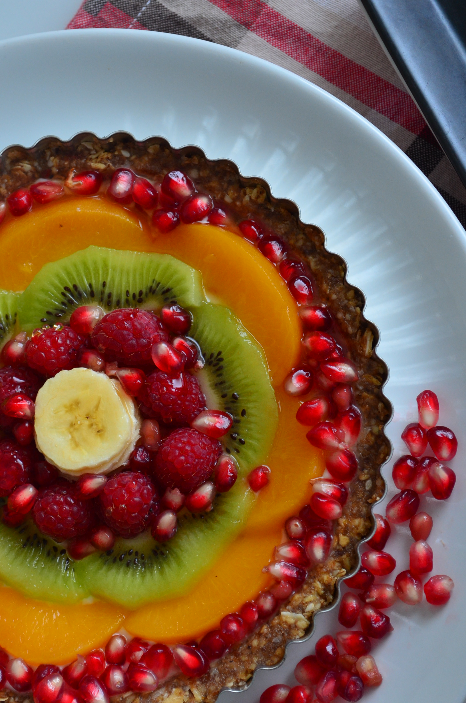 No Bake Greek Yogurt and Dates Breakfast Fruit Tart