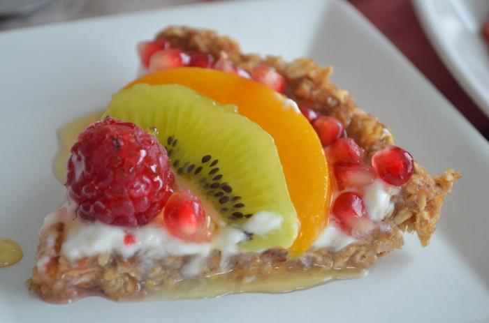 Greek Yogurt and Dates Breakfast Fruit Tart