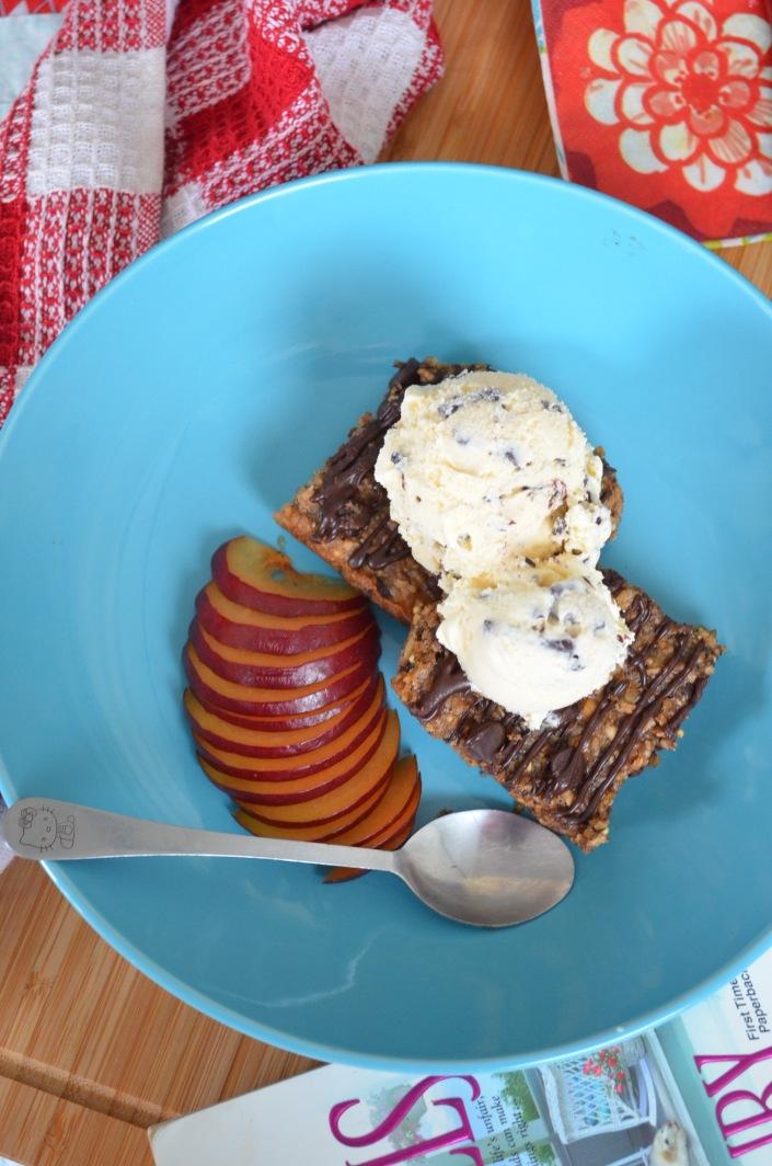 Easy Banana Oats A la mode Bar st SweetNSpicyLiving.com