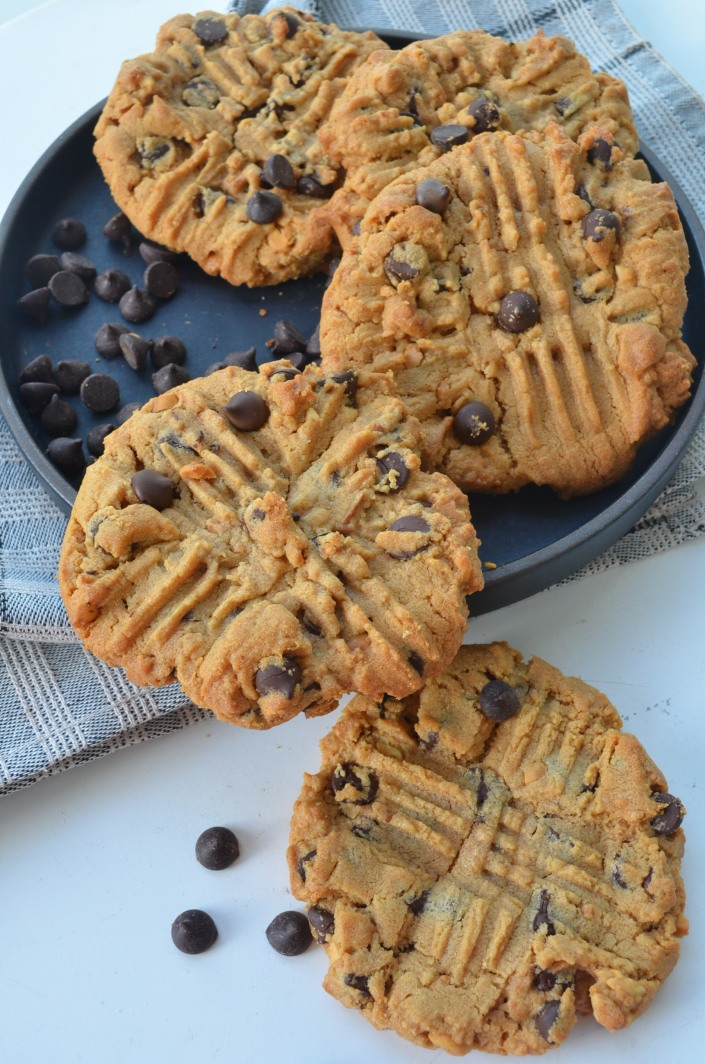 Flourless and Butterless Peanut Butter Chocolate Chip Cookie at SweetNSpicyLiving.com