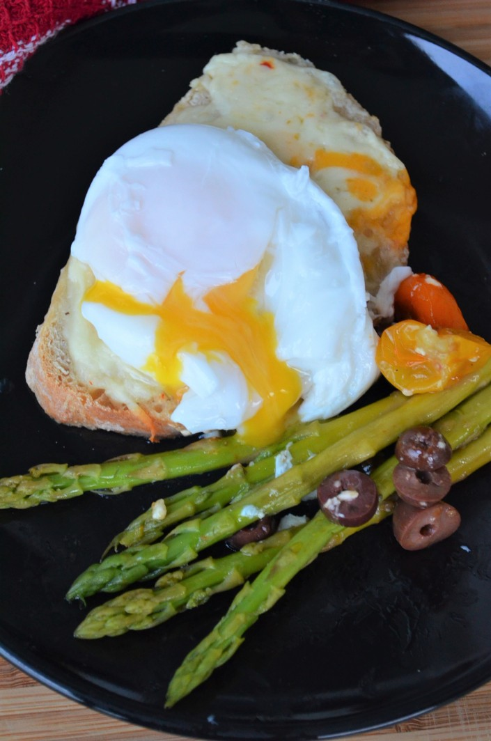 Simple Poached Egg with Asparagus at SweetNSpicyLiving.com