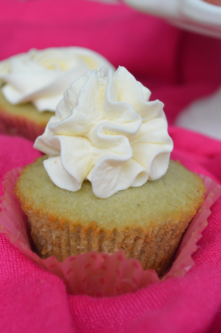 Matcha Cupcakes with Vanilla Buttercream Frosting
