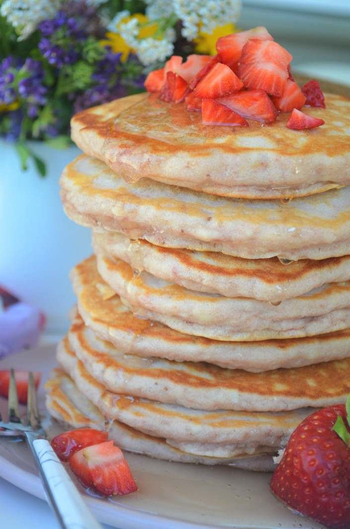 Soft and Fluffy Strawberry Pancakes