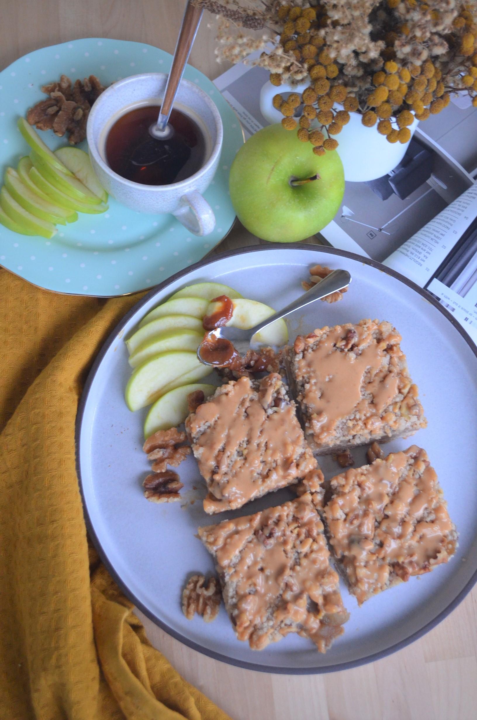 Small Batch Apple Pie Crumb Bars Recipe