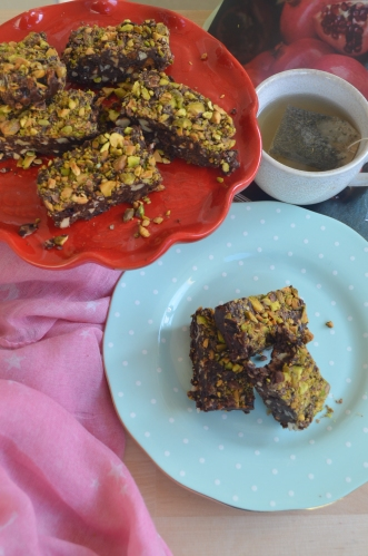 No Bake Pistachio Fruits and Nuts Bar