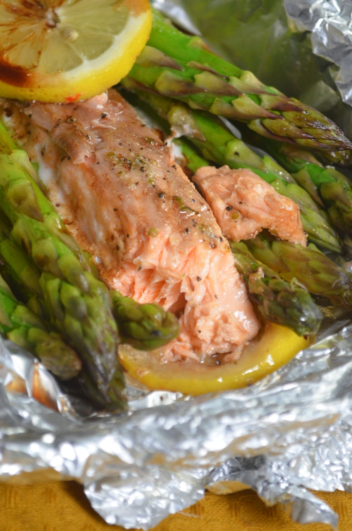 Salmon and Asparagus Foil Packets For One