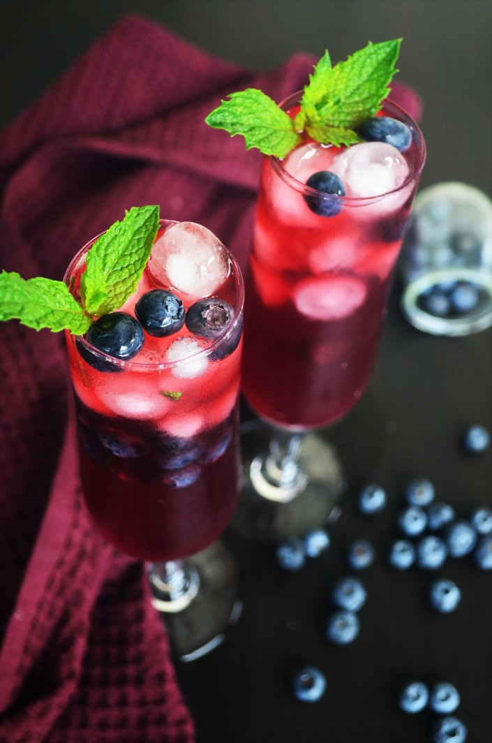 Homemade Cold Brew Blueberry Mint Tea