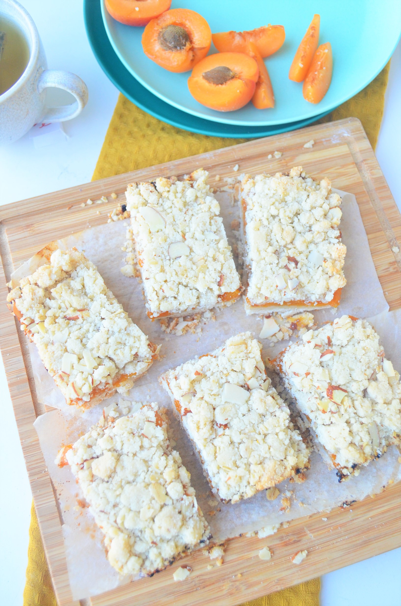 Small Batch Apricot Crumb Bar