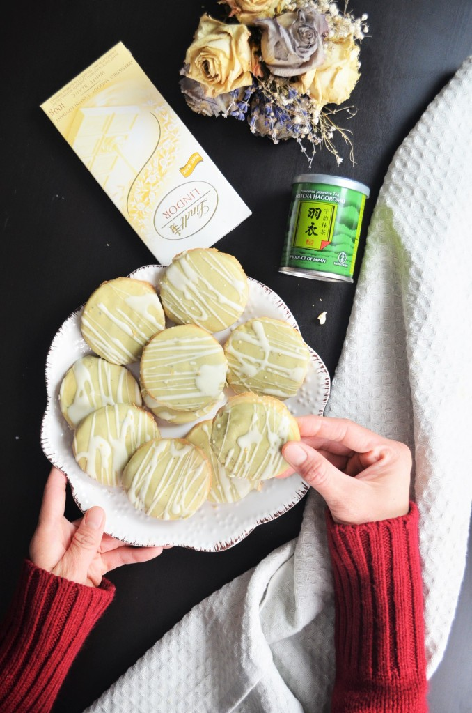 Matcha Glazed  Shortbread Cookie