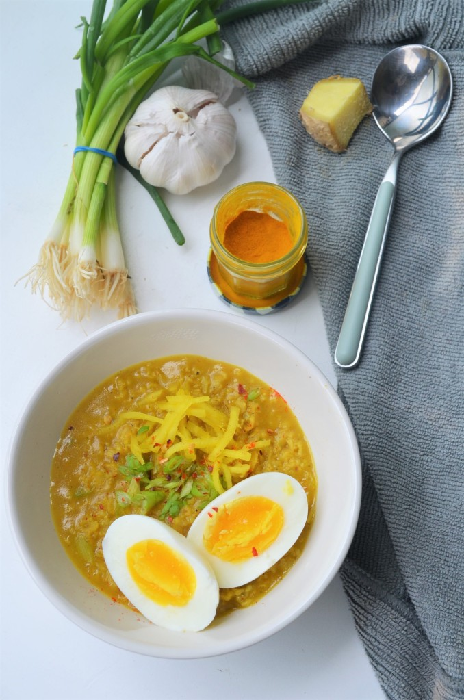 Turmeric and Garlic Oatmeal