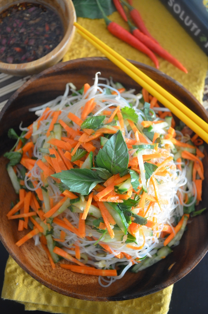 Vietnamese Vermicelli Salad with Chili Sauce