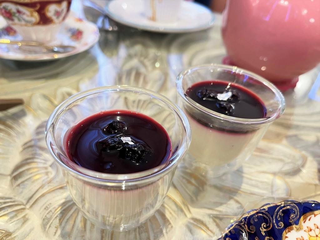 Blueberry Panna cotta at Fur Elise